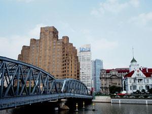 上海大厦 (Broadway Mansions Hotel)